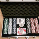 POKER SET 300 DE JETOANE in servieta - Carti poker