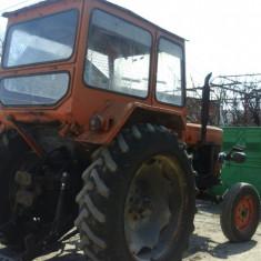 Vand tractor Universal 650, stare foarte buna de functionare