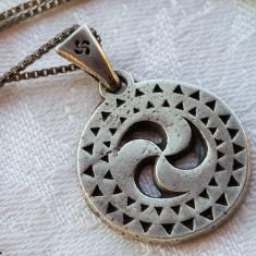Medalion argint CELTIC simbol vechi RAR executat manual Vintage pe Lant argint