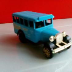 Bnk jc Corgi - Bedford Bus - autobuz - Jucarie de colectie