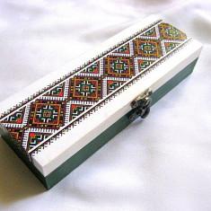 Cutie lemn cu motiv traditional 28551 - Cutie Bijuterii