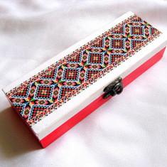 Cutie lemn cu motiv traditional 28548 - Cutie Bijuterii