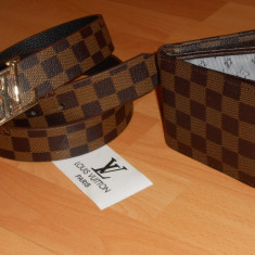 SET LOUIS VUITTON /CUREA UNISEX +PORTOFELBARBATI/LOGO METALIC/NEW MODEL - Curea Barbati Louis Vuitton, Marime: Marime universala, Culoare: Din imagine