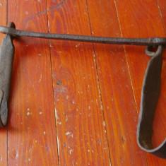 Vechi cuier gospodaresc din fier - piesa masiva realizata manual !!!