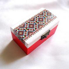 Cutie lemn cu motiv traditional 28553 - Cutie Bijuterii