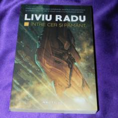 Liviu Radu - Intre cer si pamant (f5025 - Carte SF