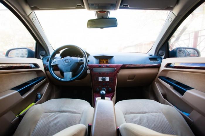 Opel Astra H Elegance 1.7 CDTi 101 CP (Interior crem) foto mare