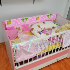 Pat lemn balansoar 60x120 Lorelli roz + multe accesorii - Patut lemn pentru bebelusi, 120x60cm