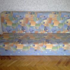 Canapea extensibila, cu spatiu de depozitare