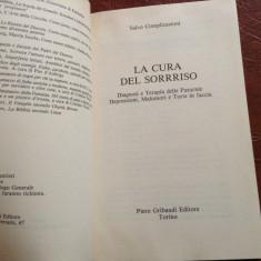 Carte l Italiana - La cura del Sorrriso anul 1991 / 102 pagini ! - Carte in italiana