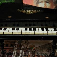 PIAN VECHI DE JUCĂRIE CONFECȚIONAT DIN LEMN - BABY GRAND PIANO - FUNCȚIONAL!, Pianina