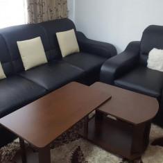 Canapea extensibila cu 2 fotolii din piele - Set mobila living