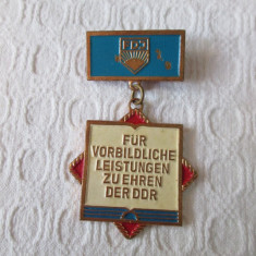 Insigna germana RDG - FDJ tineretul comunist ( Freie Deutsche Jugend )