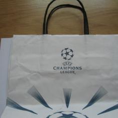 Fotbal / Europa League - punga de hartie pentru cadouri / 26 x 22 cm