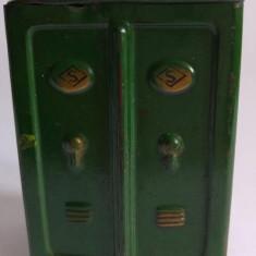 Jucarie pusculita de tabla, vopsita in verde veche, vintage, 9x7x5.5cm