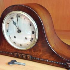 Ceas de semineu cu pendul englezesc