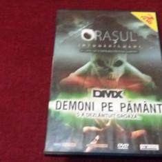 FILM DVD ORASUL INTUNERICULUI / DEMONI PE PAMANT 2 FIME - Film thriller, Romana