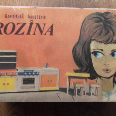 JUCARIE VECHE DE COLECTIE, GARNITURA BUCATARIE ROZINA, ANII 70 - Jucarie de colectie
