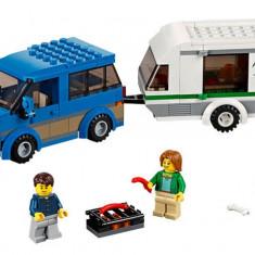 Furgoneta si rulota (60117) - LEGO City