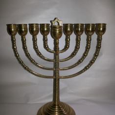 Menora veche.sfesnic, evreiesc, suport masiv din bronz, pentru 7 lumanari