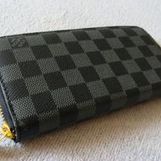 Portofel, portmoneu dama L V gri cu negru in patratele, 1 fermoar, deosebit, nou - Portofel Dama Louis Vuitton, Culoare: Din imagine, Cu fermoar