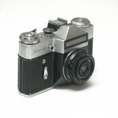 Zenit E + obiectiv Industar 50-2 - Aparat Foto cu Film Zenit