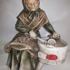 Statueta veche, englezeasca, femeie cu castane - Figurina/statueta