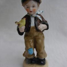 Figurina din portelan german - baietel cu pasare - Bibelou vechi