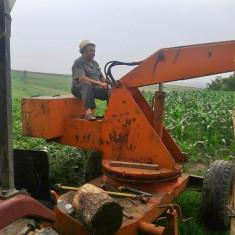 Graifăr încărcător pe cardan - Tractor