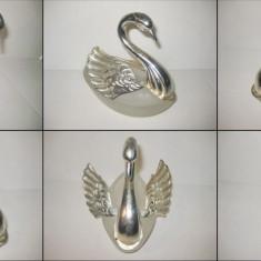 Statuieta Lebada cu aripi culisabile.