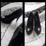 Vând pantofi,nr38,noi.