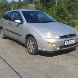 Ford Focus in 2 usi, An Fabricatie: 1999, Benzina, 300000 km, 1400 cmc