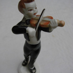 Figurina din portelan unguresc marca HOLLAHAZA violonist