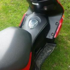 Vând scuter model G-max in stare buna urgent