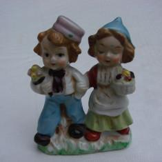 Doua figurine din portelan german - baietel cu fetita