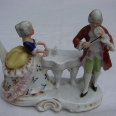 Doua figurine din portelan vechi german - barbat cu femeie cantand - Bibelou vechi
