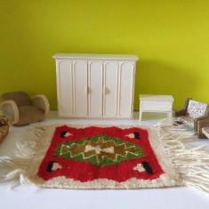 Set mobilier pentru papusi: dulap, fotolii, noptiera, canapele, covor