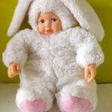 Papusa / papusica bebelus in costum de iepuras alb, marca Anne Geddes, 23cm