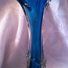VAZA VECHE DIN SEMICRISTAL. - Vaza sticla