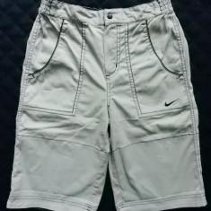 Pantaloni scurti Nike Golf;Marime 10/12 ani, 140/152 cm inaltime, vezi dim;ca noi - Pantaloni scurti copii