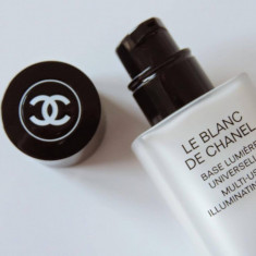 Chanel Le Blanc De Chanel Multi-use illuminating base (baza machiaj)
