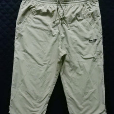 Pantaloni ¾ Adidas. XL: 86 cm talie, 55 cm lungime, 26.5 cm crac etc.; ca noi