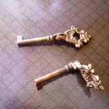 Chei vechi de mobila, articulate - Metal/Fonta