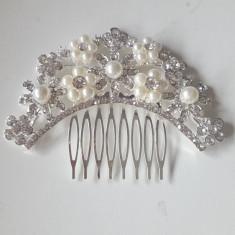 Tiara / pieptan voal mireasa cu perle si flori - Tiare mireasa