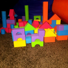 Set Constructie Burete + Cutie Depozitare - Set de constructie