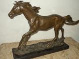 Deosebita sculptura in bronz pe soclu din marmura