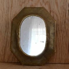 Oglinda veche din alama de dimensiuni mici lucrata manual din Maroc #213