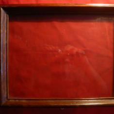 Rama veche din lemn, cu geam - pt. tablou, dim. exterioara = 32 x 25, 6 cm - Rama Tablou, Decupaj: Dreptunghiular