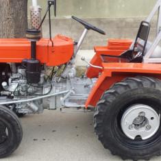 Tractor YTO DFH - 180 cu remorca, plug si grapa.