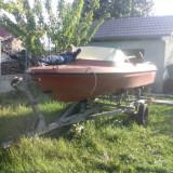 Barca Fibra - Barca cu motor